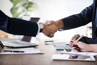 Sprzedaż udziałów w spółce z o.o. – na czym polega?